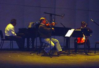 "Steven Heyman, Valdimir Pritsker, George Macero rehearsing Hilary Tann's ""Nothing Forgotten"" in Wadsworth Auditorium"